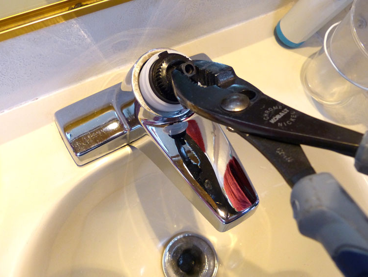 How to Fix Leaking Bathtub Faucet